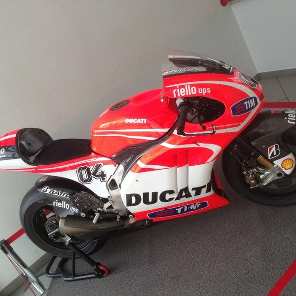 6/3/2013 tarihinde Marco R.ziyaretçi tarafından Ducati Motor Factory & Museum'de çekilen fotoğraf