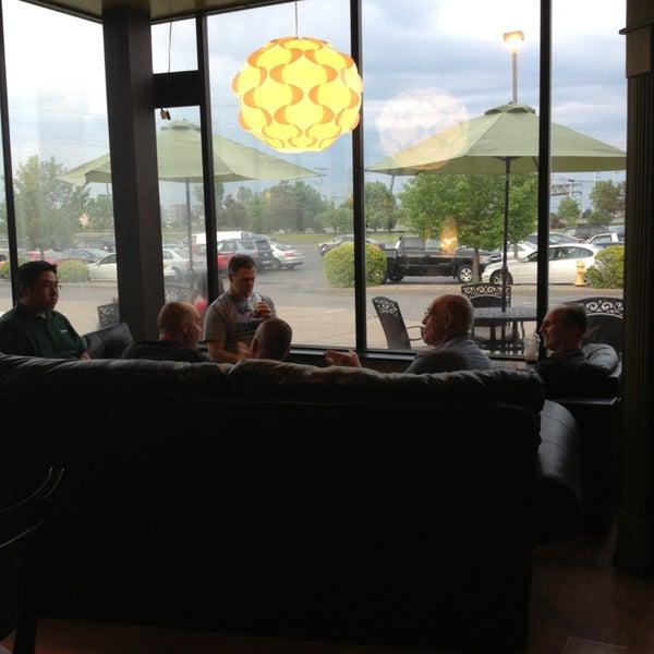 Foto diambil di Tea Leaf Cafe oleh Arlen B. pada 5/22/2013