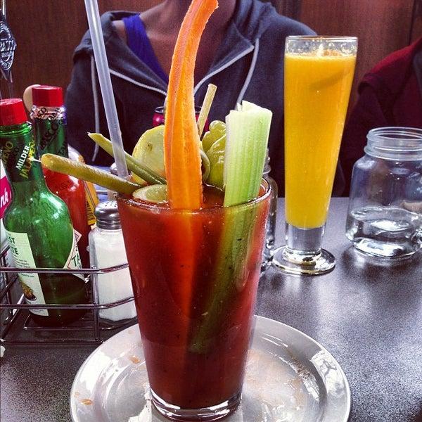 รูปภาพถ่ายที่ Jelly Cafe โดย Sheyna J. เมื่อ 10/19/2012