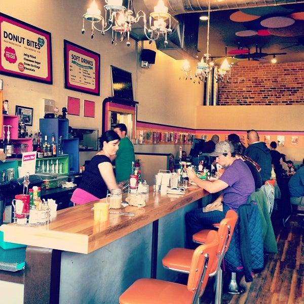 Foto scattata a Jelly Cafe da Sheyna J. il 10/19/2012