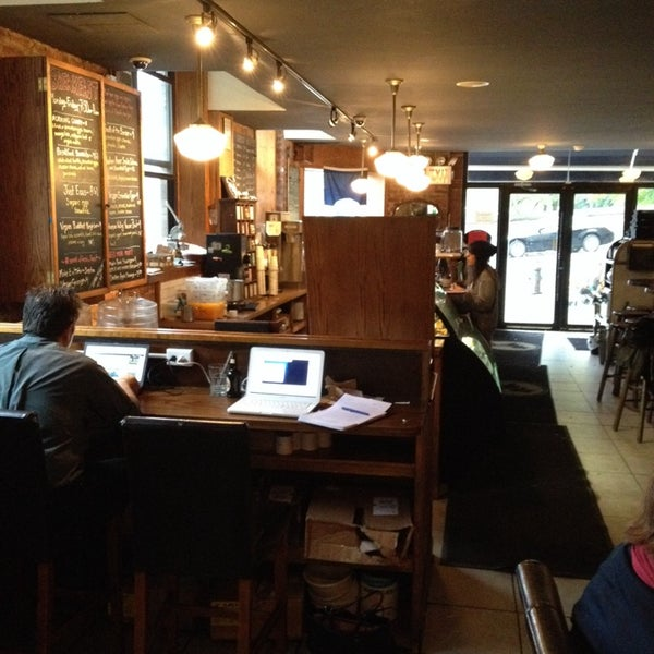 Das Foto wurde bei Indian Road Café von Solomon L. am 10/6/2013 aufgenommen