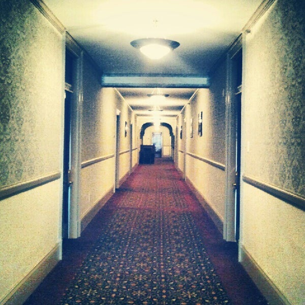 Снимок сделан в Stanley Hotel пользователем Autumn M. 9/23/2012