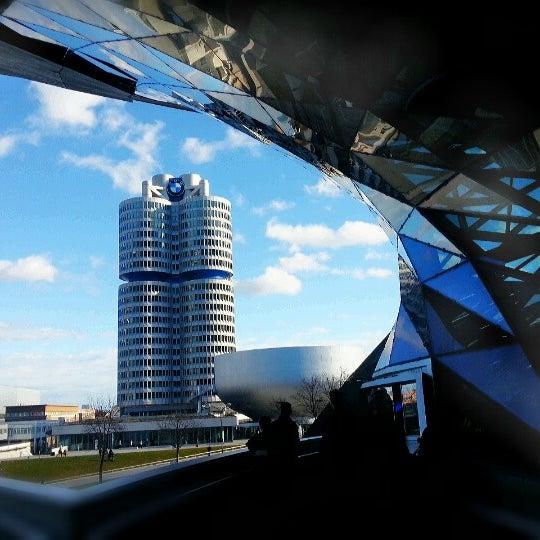 Foto tirada no(a) BMW Welt por VikaToria Bi em 12/30/2012