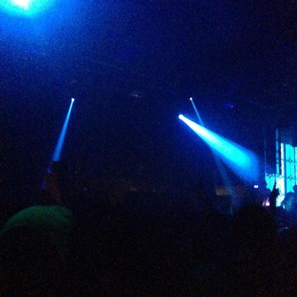 Das Foto wurde bei Foundation Nightclub von Benson am 2/10/2013 aufgenommen
