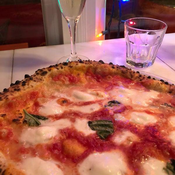 Foto scattata a Menomalé Pizza Napoletana da David C. il 12/30/2017