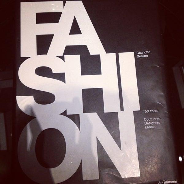 1/24/2013 tarihinde Heather K.ziyaretçi tarafından Hilton New York Fashion District'de çekilen fotoğraf