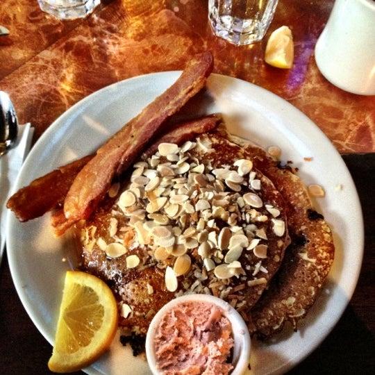 12/2/2012 tarihinde Richard R.ziyaretçi tarafından Good Enough to Eat'de çekilen fotoğraf