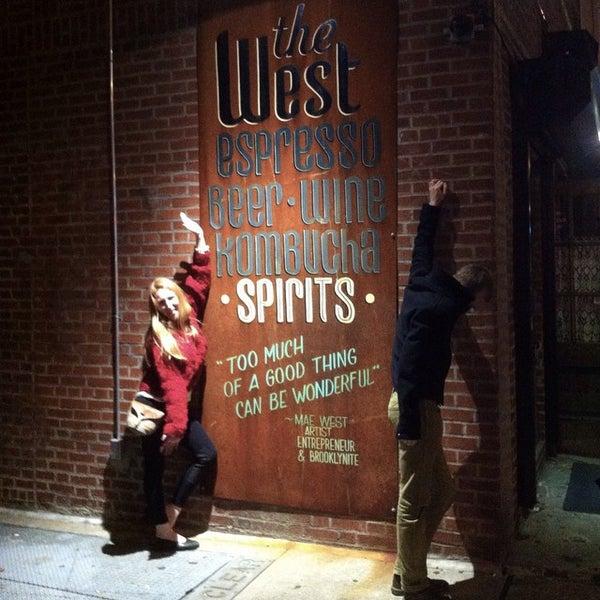 รูปภาพถ่ายที่ The West—Coffeehouse & Bar โดย Theo C. เมื่อ 10/25/2014