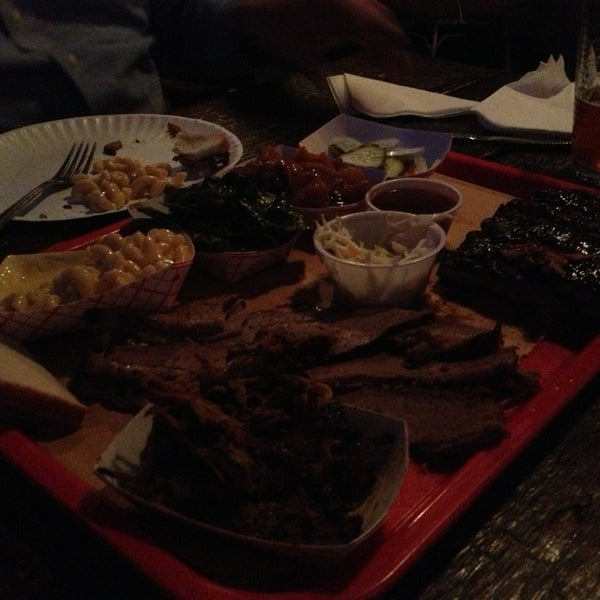รูปภาพถ่ายที่ Mable's Smokehouse & Banquet Hall โดย Lissa R. เมื่อ 3/22/2013