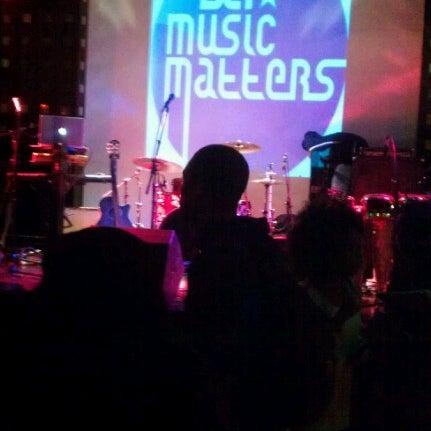 Снимок сделан в S.O.B.'s пользователем Michelle O. 11/14/2012