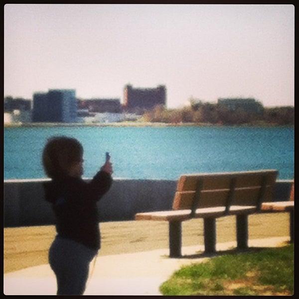 4/21/2013 tarihinde Becky C.ziyaretçi tarafından Castle Island'de çekilen fotoğraf