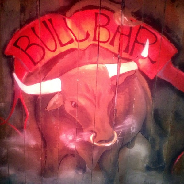 Foto scattata a Bull Bar da İbrahi〽 🐾 Y. il 7/16/2013