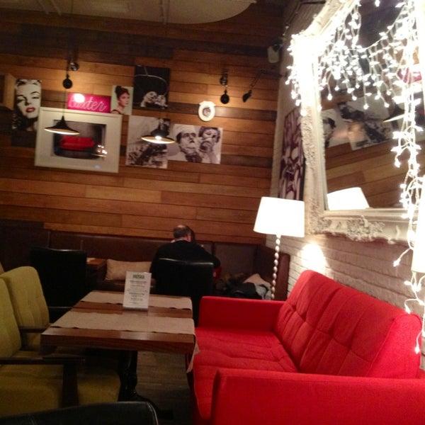 รูปภาพถ่ายที่ Moska Bar โดย Татьяна К. เมื่อ 12/18/2012