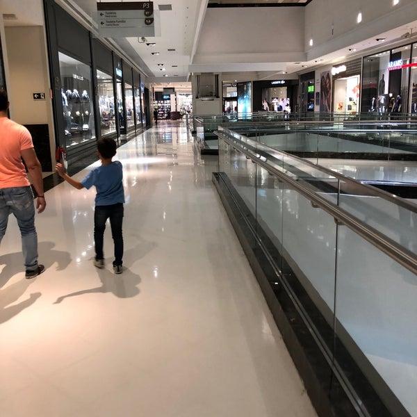 Foto tirada no(a) Parque Shopping Maia por Laila A. em 5/17/2018