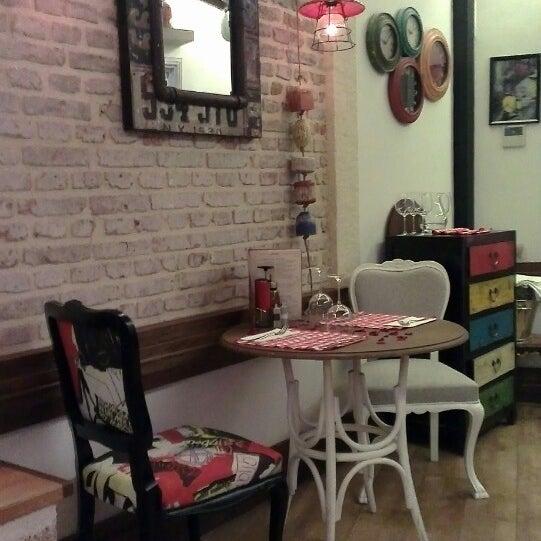 Das Foto wurde bei Il Vicino Pizzeria von Gülay Ö. am 10/4/2013 aufgenommen