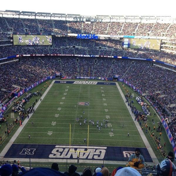 รูปภาพถ่ายที่ MetLife Stadium โดย Matt C. เมื่อ 12/30/2012