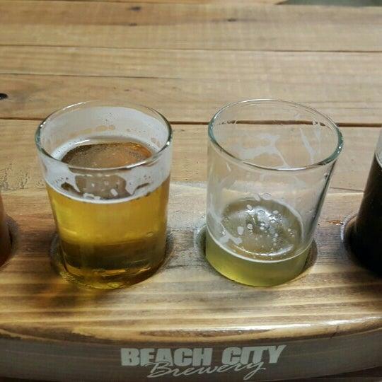 Foto tomada en Beach City Brewery por 🍻Tom🍻 el 12/6/2015