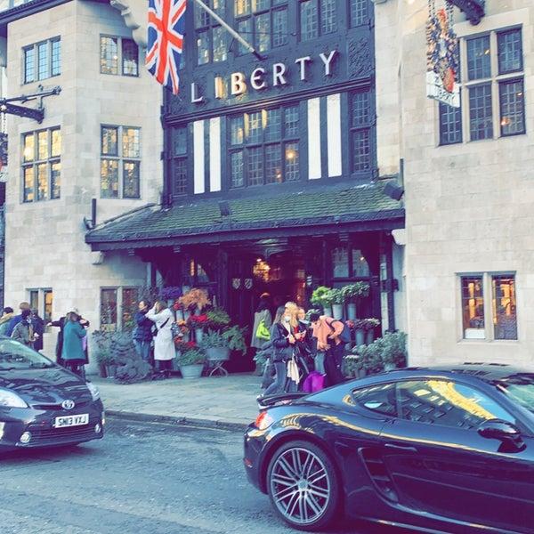 12/15/2020にD7 🇬🇧がLiberty of Londonで撮った写真