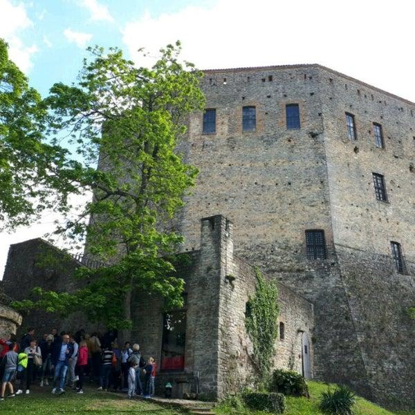 Das Foto wurde bei Castello di Zavattarello von Quanti am 4/17/2017 aufgenommen