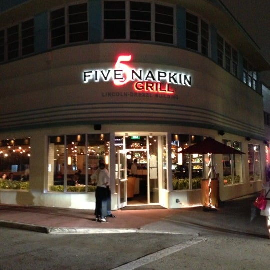 Снимок сделан в 5 Napkin Grill пользователем Eduardo  12/18/2012