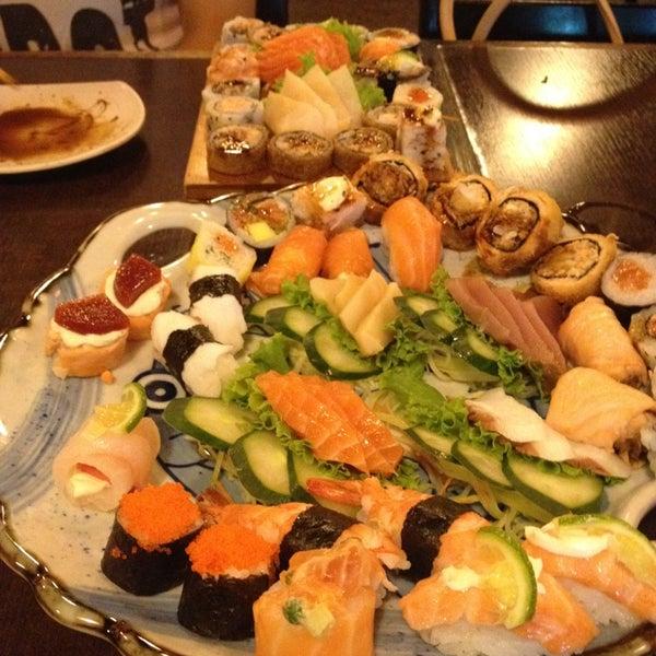 Foto tirada no(a) Kodai Sushi por Rodrigo d. em 12/27/2012