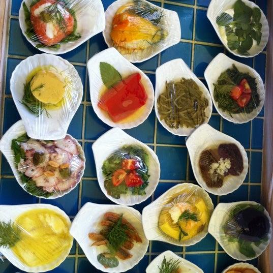 Foto tomada en Trilye Restaurant por Aykut O. el 10/9/2012