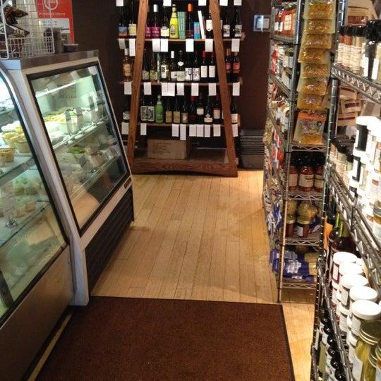 Снимок сделан в Southport Grocery & Cafe пользователем Luna P. 10/29/2012