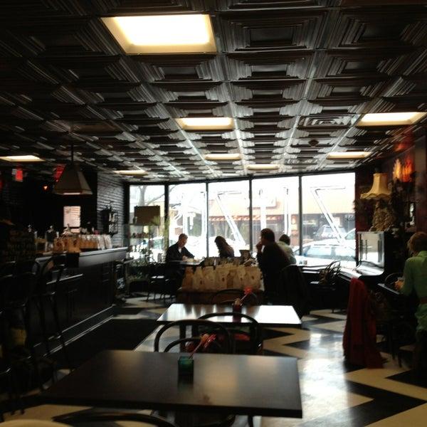 Foto scattata a Madame Zuzu's Tea House da Cesar M. il 3/10/2013