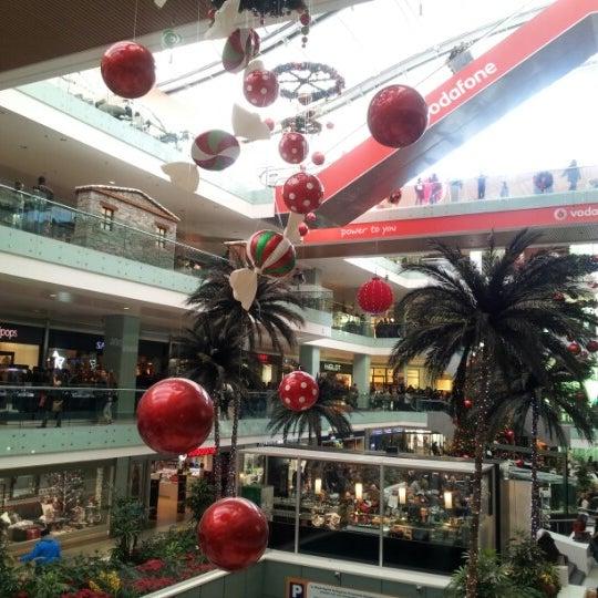 รูปภาพถ่ายที่ Athens Metro Mall โดย Dimitris P. เมื่อ 12/23/2012