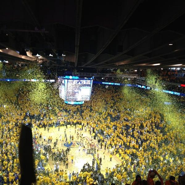รูปภาพถ่ายที่ Oakland Arena โดย Rommel P. เมื่อ 5/12/2013