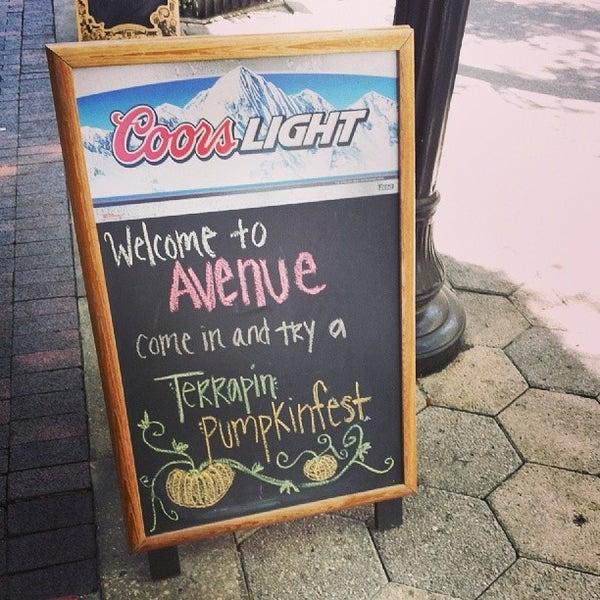 Foto tomada en Avenue Gastrobar por Andy R. el 10/3/2013
