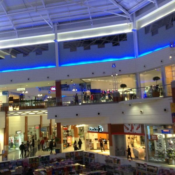 Foto tirada no(a) Floripa Shopping por Simone B. em 5/8/2013