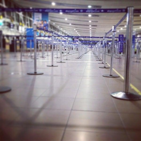 Foto tirada no(a) Aeropuerto Internacional Comodoro Arturo Merino Benítez (SCL) por JuanDiego P. em 9/9/2013