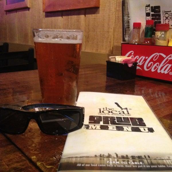 1/8/2013 tarihinde Bill S.ziyaretçi tarafından The Local Eatery and Drinking Hole'de çekilen fotoğraf