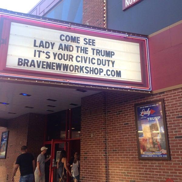 7/23/2016에 Laura v.님이 Brave New Workshop Comedy Theatre에서 찍은 사진