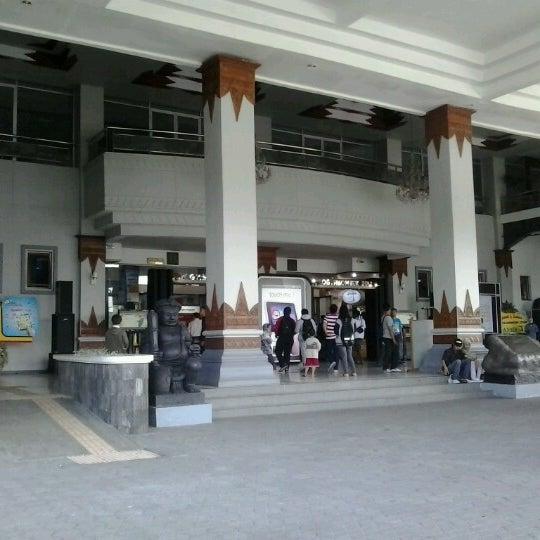 Das Foto wurde bei Jogja Expo Center (JEC) von Eko Prasetiyo H. am 10/1/2012 aufgenommen