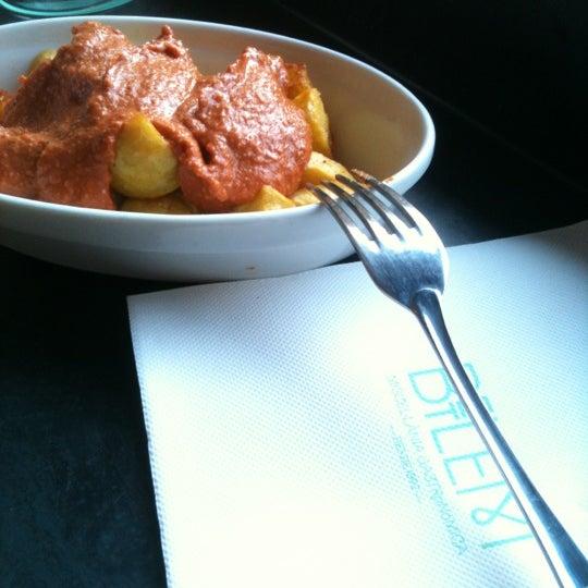 11/24/2012 tarihinde Hobie Center Barcelonaziyaretçi tarafından Betlem Miscelánea Gastronómica'de çekilen fotoğraf
