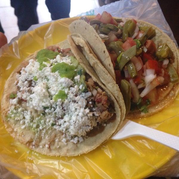 รูปภาพถ่ายที่ Tacos Gus โดย Iván M. เมื่อ 2/22/2017