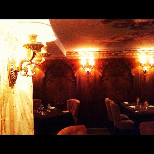 Foto tomada en Brasserie Pushkin por Alexander C. el 10/7/2012