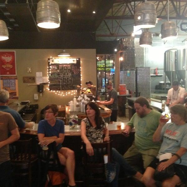 Foto diambil di Good People Brewing Company oleh Deon G. pada 4/17/2013