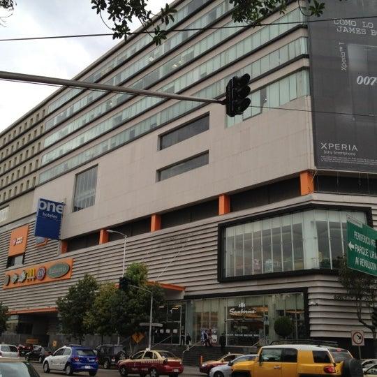 Снимок сделан в Metrópoli Patriotismo пользователем Eduardo P. 10/30/2012