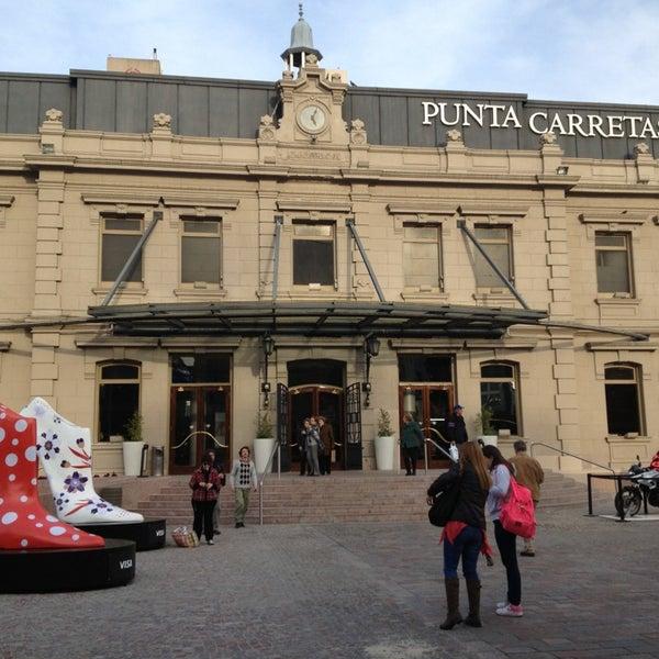 Foto tirada no(a) Punta Carretas Shopping por Eric W. em 9/6/2013
