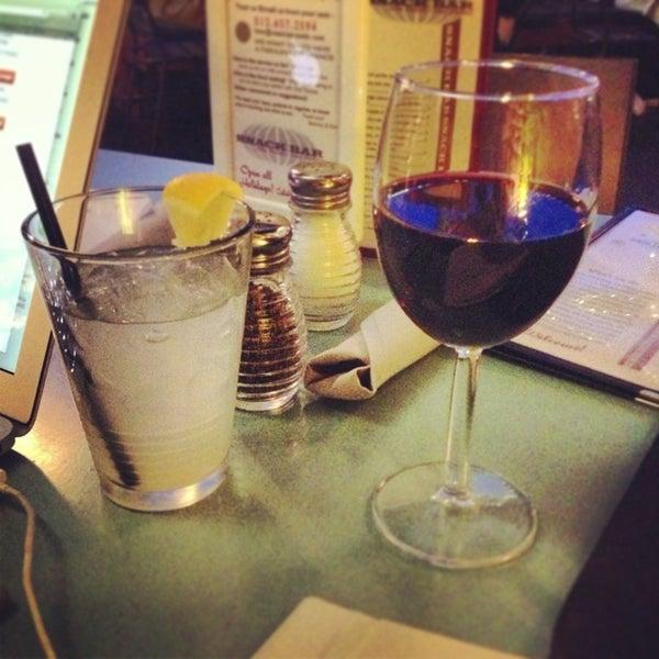 2/22/2013 tarihinde Karishma S.ziyaretçi tarafından Snack Bar'de çekilen fotoğraf