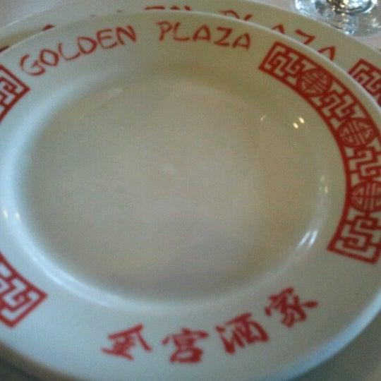 Снимок сделан в Golden Plaza Chinese Restaurant пользователем Cesar P. 12/30/2012