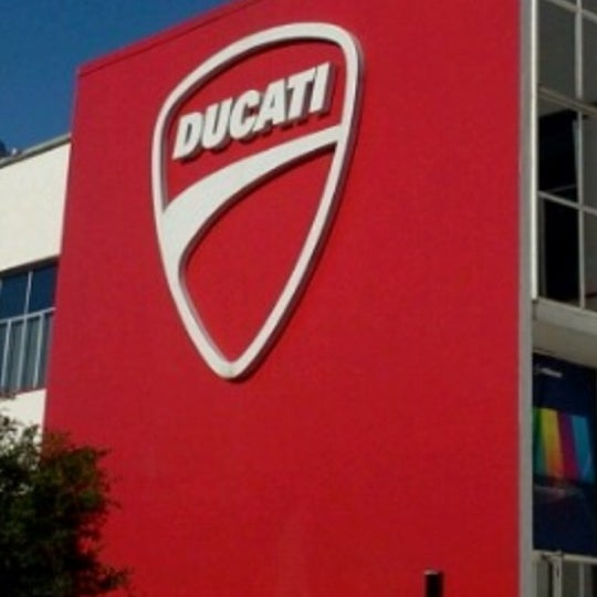 3/18/2013 tarihinde Tatiana P.ziyaretçi tarafından Ducati Motor Factory & Museum'de çekilen fotoğraf