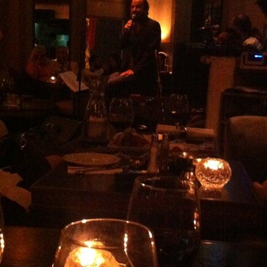 รูปภาพถ่ายที่ Zihni Bar โดย ULAŞ . เมื่อ 10/19/2012