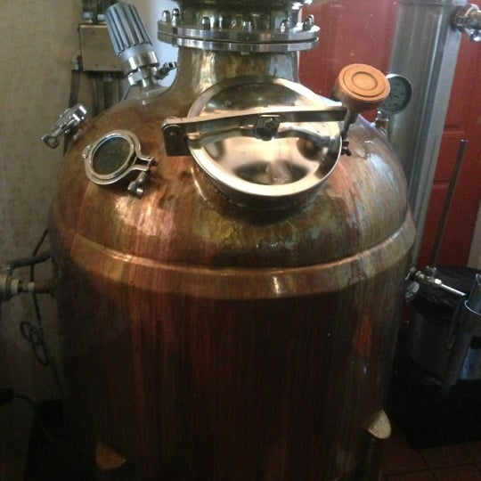 Das Foto wurde bei Square One Brewery & Distillery von Aly L. am 10/21/2012 aufgenommen
