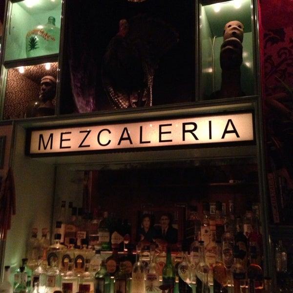 5/15/2013 tarihinde Luis C.ziyaretçi tarafından Casa Mezcal'de çekilen fotoğraf