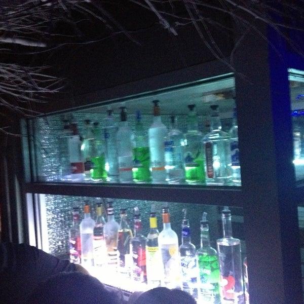 Photo prise au Mehanata Bulgarian Bar par Victoria M. le3/16/2013
