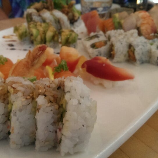 Foto scattata a Sushi Tora da James E. il 5/30/2013